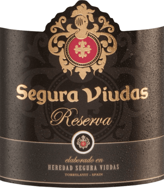 With the Semi Seco Reserva from Segura Viudas you get an excellent cava that sparkles bright yellow in the glass. The aromatic bouquet reveals notes of tropical fruits, such as juicy passion fruit and fresh lemon, with hints of white flowers. The aromas of the nose are also found on the fruity palate. This sparkling wine combines acidity, freshness and fruit to an unforgettable interplay. Vinification of the Reserva Semi Seco This cava is made from the Macabeo (60%), Parellada (25%) and Xarel-lo (15%) grape varieties. The grapes are harvested by hand in September. Temperature-controlled fermentation takes place in stainless steel tanks. This cava is then stored on the yeast for 15 months. Recommended food for the Segura Viudas Semi Seco Reserva This cava is a top aperitif or can be wonderfully combined with onion quiche, green chicken curry or turkey saltimbocca. Awards for the Semi Seco Reserva Mundus Vini: Silver Berlin Wine Trophy: Gold
