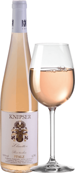 """The clipper Clarette Rosé is accompanied by a wonderful contradiction. On the one hand, this rosé cuvée was made from the most powerful grape varieties of the Palatinate, on the other hand, this wine offers an elegant drinking flow that is difficult to slow down. This rosé impressively underlines that the triple-award-winning VDP winery Knipser simply vinifies brilliant wines even in the basic segment. The Cabernet grape varieties (Cabernet Sauvignon and Cabernet Franc) bring strength - Saint Laurent brings the juice. The Clarette Rosé von Knipser then also comes into the glass with delicate strawberry pink and is fragrantly animating with slight hints of strawberry bowl, wild raspberries and peony. All this is so elegant and multifaceted that we dare not take our nose out of the glass. On the Clarette von Knipser is written VERY BIG SUMMER and you know exactly - this is the German answer to the Provençal rosé. Vinification of the Knipser Clarette Rosé The Bordeaux classics Cabernet Sauvignon, Cabernet Franc and Merlot find each other in perfection in this Rosé wine from Palatinate. The Clarette is complemented by various Cabernet crossings from Cabernet Cubin to Cortis. The fact that not only Provence but also Bordelais is quoted here is evident from the name, because it is not far from Clarette to the Clairet wines from Bordeaux. The particularly elegant aroma of the claret is also provided by the particularly cool fermentation of the must in the stainless steel tank after the mash tank extraction was carried out using the Saignée process. Food recommendation for Clarette Rosé von Knipser Enjoy this dry rosé from Germany either solo in large sips or with light dishes as an aperitif. Awards and press reviews for Knipser Clarette """"The Clarette is a revelation and the best of its kind in Germany.""""Gourmet 2018/2019 """" The rosé never only gets """"delicious"""" here, it shows a clear, dry edge as Clarette.""""Vinum Wein Guide 2019 """" A wonderfully fresh, fruity-juicy and yet raci"""