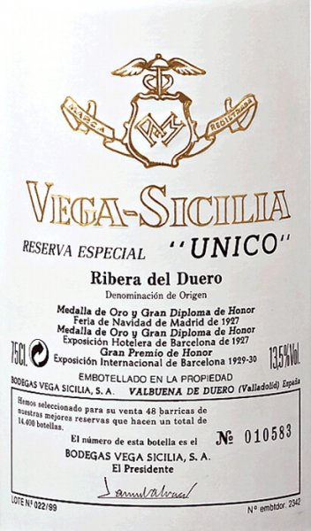 The Unico Reserva Especial by Vega Sicilia is traditionally a cuvée of several top vintages and is considered the noblest among the Vega Sicilia wines. The unlimited flagship. The Vega Sicilia Reserva Especial Unico shines in a dense, dark cherry red with purple reflections. The seductive bouquet of this legend of the Spanish wine landscape is profound and complex with elegant mineral notes and delicate spicy aromas of truffles, blackberry jam, Asian spices, leather and cigar boxes. Dry plums, approaches to forest soil and bitter chocolate increase the complexity of this nose to almost immeasurable. On the palate, the Reserva Especial Unico by Vega Sicilia is round, opulent and with an aromatic, gentle fullness that combines concentrated elegance and strength. The long finish of this red wine, largely produced from Tempranillo, testifies to a magnificent sustainability and noble aristocratic style. Vinification of the Reserva Especial Unico Every vintage of the Unico is a wine masterpiece, but in the Reserva Especial this complexity is raised to a new level. Traditionally, the three best of the most recent Unico vintages are used for the Reserva Especial. You can read more about the vinification of the first-class starting wine in the individual expertise of Unico. Food recommendation for the Vega Sicilia Reserva Especial Unico This Reserva Especial requires a special accompaniment such as a tender roast lamb or gently braised beef. Awards for the Reserva Especial Unico Jancis Robinson: 19/20 points for 03/04/06 Guía Peñín: 97 points for 03/04/06 Robert Parker: 95 points for 03/04/06