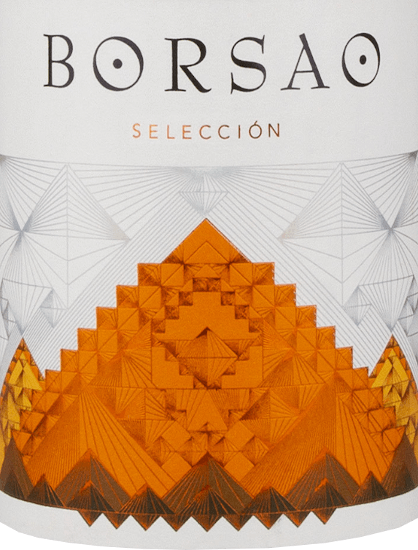 """The Borsao Selección Tinto from Bodegas Borsao is a fine, spicy red wine from the Spanish region of Campo de Borja, vinified from the grapes of 15-30-year-old vines. If you like the taste of ripe cherries, this wine is absolutely right! Tasting note for Borsao Tinto Selección The Selección Tinto Campo de Borja DO from Bodegas Borsao shines in a clear cherry red with violet shades in the glass. The fragrance exudes clear notes of ripe cherry fruit, which are associated with a floral touch. The nuances on the palate are very intense. Here, aromas of sour cherries are primarily evident, underlined by oriental spices. The beautiful body is accompanied by balanced tannins. A fine finish forms the finale. Vinification ofBorsao Selección Tinto Bodegas Borsao has for many years been a first-class, constant and also extremely pleasant address for red wines as you can only wish for. The wines produced here are always clear and fruity, concentrated, always fresh with animating acidity. The approximately 620 small producers who have joined forces to form this cooperative know how to exploit the full potential of the quaint region of Campo de Borja. At an altitude of 350 to 750 metres, they cultivate almost 2,400 hectares of vineyards with very old vines, which fortunately survived the phase of new plantings of international grape varieties in the 1980s and 1990s.In the wine cellar of the cooperative, chief oenologist José Luis Chueca likes to draw on tried and tested products: cement tanks and barriques are used here, wine is produced according to traditional principles. For Chueca, the quality of the grape counts, because it cannot be replaced by anything in the cellar.The indigenous Garnacha grape variety plays a primary role in Bodegas Borsao; it is believed to originate in Aragon, as it is also called """"Tinto Aragonéz"""" in Spain. Over the centuries, the Garnacha has perfectly adapted to the harsh life in Campo de Borja and acknowledges the gentle stress with an enormous juice"""