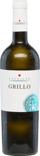TheGrillo of Fatascia is a varietal, refreshing and varietal white wine from the Italian wine region OF DOC Sicilia. In the glass, this wine shines in a strong straw yellow with glittering highlights. The fine bouquet has multi-layered aromas of yellow fruits (especially peaches, apricot and some banana) - subtly underlined by floral notes. On the palate, the notes of the nose are accompanied by fresh citrus fruits. With an invigorating, refreshing texture, this Italian takes the palate. The body is wonderfully soft and pleasant with a mild acidic structure. Food recommendation forthe Fatascia Grillo We recommend this dry white wine well chilled as a refreshing aperitif. Or serve this wine with crustaceans and Mediterranean fish dishes, as well as antipasti and classic pasta variations.