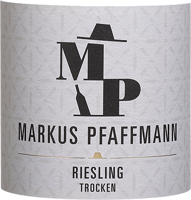 The light-bodied MP Riesling Markus Pfaffmann flows into the glass with a brilliant light yellow colour. This single-varietal German wine flatters the glass with wonderfully expressive notes of lime, pink grapefruit, white currants and grapefruits. This is joined by hints of green peppers, lovage and garrigue. On the palate, the MP Riesling from Markus Pfaffmann opens pleasantly aromatic, fruity and balanced. Despite its dry appearance on the palate, this white wine inspires with the finest melting and finely woven residual sweetness. On the palate, the texture of this light-footed white wine is wonderfully dense. Due to its lively fruit acidity, the MP Riesling reveals itself to be wonderfully fresh and lively on the palate. The finish of this white wine from the wine-growing region of Palatinate finally convinces with considerable reverberation. Vinification of the Markus Pfaffmann MP Riesling The elegant MP Riesling from Germany is a single-varietal wine, pressed from the Riesling grape variety. After the harvest, the grapes are quickly brought to the winery. Here they are selected and carefully broken up. Fermentation then takes place in stainless steel tanks at controlled temperatures. Fermentation is followed by maturation for several months on the fine lees before the wine is finally drawn off. Food recommendation for the MP Riesling by Markus Pfaffmann This German white wine is best enjoyed well chilled at 8 - 10°C. It is perfect as an accompaniment to vegetable stew with pesto, asparagus salad with quinoa or pumpkin casserole.
