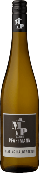 With the Markus Pfaffmann MP Riesling, a first-class white wine comes into the swirling glass. Here it presents a wonderfully brilliant, light yellow color. This single-varietal German wine shows wonderfully expressive notes of lilac, jasmine, morello cherry and apricot in the glass. These are joined by hints of garrigue, juniper and Mediterranean herbs. On the tongue, this light-footed white wine is characterized by a tremendously melting texture. Due to its lively fruit acid, the MP Riesling is wonderfully fresh and lively on the palate. In the finish, this white wine from the wine-growing region Palatinate finally inspires with considerable length. Again, hints of acacia and jasmine appear. In the aftertaste, mineral notes of the soils dominated by clay and sand are added. Vinification of the Markus Pfaffmann MP Riesling The elegant MP Riesling from Pfalz is made from grapes from the Riesling grape variety. In the Palatinate, the vines that produce the grapes for this wine grow on soils of clay, sand, limestone and loess. After the harvest, the grapes are quickly brought to the winery. Here they are sorted and carefully crushed. Fermentation follows in stainless steel tanks at controlled temperatures. At the end of fermentation, the MP Riesling is allowed to further harmonize on the fine lees for several months. Food recommendation for the MP Riesling by Markus Pfaffmann This German wine is best enjoyed well chilled at 8 - 10°C. It is perfect as an accompanying wine to vegetable stew with pesto, cod with cucumber-mustard vegetables or roasted calf's liver with apples, onions and balsamic vinegar sauce.