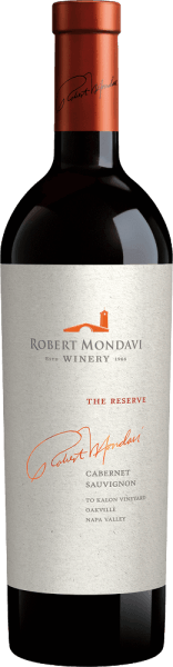 The Reserve Cabernet Sauvignon from Robert Mondavi is an outstanding, excellent red wine cuvée made from the Cabernet Sauvignon (93%), Cabernet Franc (6%) and Petit Verdot (1%) grape varieties. In the glass this wine shines in a deep garnet red with purple reflections and dark red core. The nose reveals an intense firework of aromas: violets and lavender combine with sweetly ripened black currants - accompanied by hints of laurel leaves, graphite and spicy notes of oak wood. The taste is in no way inferior to the bouquet: On the palate there are expressive notes of juicy blueberries, ripe blackberries, blackcurrants and plums. This is accompanied by filigree notes of fresh herbs, liquorice and a present minerality. The impressive aromatic fullness merges with the juicy, opulent body, which is encased in a powerful, multi-layered texture. The tannins are rich and sweetly matured and accompany the very long, smooth and elegant finish. Vinification of the Mondavi Cabernet Reserve This cult wine was made from the grapes of the legendary To Kalon vineyard, considered the best terroir in North America for Cabernet Sauvignon. The harvest in October is carried out exclusively by hand in small boxes. Once in the To Kalon cellar, the grapes are strictly selected. The berries are traditionally fermented in oak barrels. The mash is not pumped, but transported by gravity and gently pressed in classic basket presses. The long maceration period of 37 days removes the soft tannins, the wonderful aromatic fullness and the strong colour from the berry skins. Finally, this wine matures for a total of 18 months in French oak barriques (100% new wood). Food recommendation for Cabernet Sauvignon The Reserve Mondavi This dry red wine from the USA is an excellent accompaniment to wild duck fresh from the oven, roast goose with red cabbage and dumplings, wild ragout with homemade ribbon noodles or game dishes in cranberry sauce. We recommend that you decant this red wine for 2 hours before 