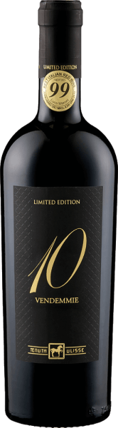 The Dieci Vendemmie Montepulciano d 'Abruzzo by Tenuta Ulisse is a limited edition that inimitably combines 10 vintages in one bottle. This special Montepulciano is presented in the glass in an intense ruby red and flatters the nose with intense aromas of plums and cherry jam. The bouquet of this wine is accompanied by notes of tobacco and a delicate spice. On the palate, the Dieci Vendemmie from Ulisse is a wonderfully strong red wine that goes soft and seductive over the tongue. Its fine tannins and the noble extract sweetness make it unimaginably smooth. The finale is characterized by the aromas of cocoa, coffee and vanilla. Vinification of Tenuta Ulisse Dieci Vendemmie This red wine is a cuvée of wines from 10 different vintages. Some of the grapes for this wine were only slightly overripe. This was followed by maceration for 15-20 days, followed by temperature-controlled fermentation. Part of the Dieci Vendemmie was aged in oak barrels for 12 months. Food recommendation for Tenuta Ulisse Dieci Vendemmie Enjoy this dry red wine with red meat, game or hearty appetizers. Awards for Ulisse Dieci Vendemmie Luca Maroni: 99 points