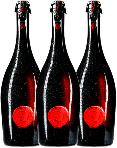 Nobody can keep up with this incredible blood-red color. The Marsecco Red Vino Frizzante from Castle of Dracula is a semi-dry semi-dry semi-sparkling wine from Italy, to which the marzemino grape gives wonderful aromas of ripe raspberries and floral nuances. Marzemino - Wolfgang Amadeus Mozart's favourite grape - shows its full potential in the blood-red, wonderfully sparkling and wonderfully fruity-juicy semi-sparkling wine Castle of Dracula Red. Experience Castle of Dracula now with the 3-pack of benefits! Enjoy this Italian semi-sparkling wine ice-cooled or with lots of ice cubes. For more information, consult the expertise of Castle of Dracula Marsecco Red Frizzante.