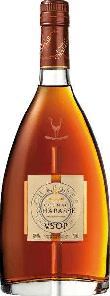 From the grape varieties Ugni Blanc (80%). Colombard (15%) and Folle Blanche (5%) is the elegant, warm spicy Cognac VSOP from Cognac Chabasse distilled. This brandy shimmers in a shiny amber with golden highlights in the glass. The seductive bouquet enchants the nose with aromas of white summer blossoms, ripe pears and figs, fine caramel and subtle spicy notes thanks to the ageing in Limousin oak. The floral aromas are wonderfully present on the palate, accompanied by a warm spice and perfectly integrated wood nuances. This French brandy has a wonderful length and fullness in the finish. Vinification of Chabasse Cognac VSOP The grapes for this cognac are harvested very early and fermented to a very acidic white wine. The acidity protects against oxidation, as cognac is not sulphurised. This base wine is now distilled twice in the copper kettle according to the traditional charentaiser distillation process. Wooden barrels from Limousin oak are chosen for the maturation. This cognac matures in these barrels for at least 4 years. Serving recommdenation for the VSOP Cognac Chabasse Enjoy this brandy from France as an elegant digestif or for cosy evenings in front of the fireplace with a good book.