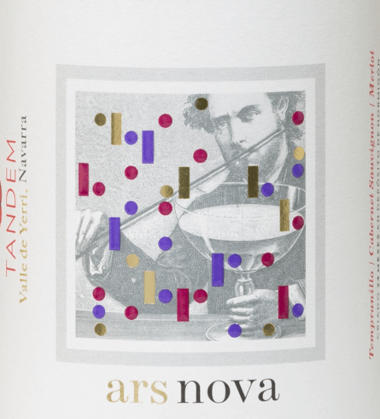 The red wine Ars Nova by Vitivinicola Tandem from the D.O. Navarra in northern Spain brings Cabernet Sauvignon, Tempranillo and Merlot together in a smooth cuvée. In the glass, this Spanish red wine shows deep dark cherry red with violet reflections. In the nose opens a rich bouquet with spicy, mineral notes, red ripe fruits. Fine and finesse on the palate. Aromas of elderberry, blackberry and blackberry come to light and are encased by well-integrated tannins. The finale features floral notes, soft character and a medium length. Vinification of Tandem Ars Nova This Spanish red wine is produced as a cuvée from 40% Cabernet Sauvignon, 40% Tempranillo and 20% Merlot. The vines are on average 28 years old. The harvesting is partly carried out by hand, partly by machine. After temperature-controlled separate mash fermentation, this wine matures for 9 months in 300-litre French oak barrels. Food recommendation for the Ars Nova Tandem A fine, tasty Spaniard who goes perfectly with stews and game dishes, stuffed or baked pasta and medium-ripe, not strong cheeses.