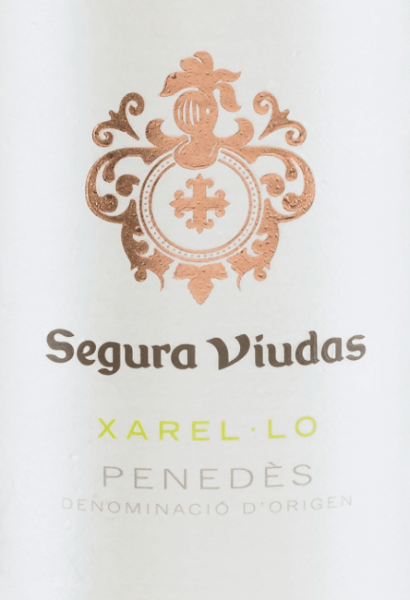 The pure Xarel-Lo from Segura Viudas shimmers in a beautiful straw yellow colour in the glass. The aromas of the nose reveal a multi-faceted bouquet - from juicy green apples to ripe pineapple to a mineral hint. On the palate, the notes of the bouquet are reflected, accompanied by fresh lemon and some aniseed. The character is wonderfully full-bodied with a striking body and animating acidity. Food recommendation for the Segura Viduas Xarel-Lo This Spanish white wine goes very well with turkey rolls with zucchini, pâté with asparagus ragout, rice pan with fish or solo on the balcony.
