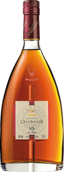 The Cognac VS de Luxe from Cognac Chabasse is a soft, harmonious brandy from the grape varieties Ugni Blanc (80%), Colombard (15%) and Folle Blanche (5%). In the glass, this cognac shines in a light amber with golden reflections. The seductive bouquet reveals wonderful aromas of vanilla, nuts and fine spices. The typical cognac floral notes add to this. On the palate, this French brandy is wonderfully soft and harmonious with present power and lively personality. In the long finish the floral-spicy notes come to the fore again. Vinification of Chabasse Cognac VS de Luxe The grapes for this cognac are harvested very early and fermented to a very acidic white wine. The acidity protects against oxidation, as cognac is not sulphurised. This base wine is now distilled twice in the copper kettle according to the traditional charentaiser distillation process. Wooden barrels from Limousin oak are chosen for the maturation. This cognac matures in the barrels for at least 2 years. Serving recommendation for the VS de Luxe Cognac Chabasse This brandy from France fits very well to a cosy coffee round, as digestif, or also to a fireplace evening with light cigar.