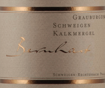 The taste of this wine offers the connoisseur a cool mineral nose. Juicy and powerful is the mouth of the Schweigener Grauburgunder Kalkmergel from Bernhart, which presents a pure, deep and continuous minerality. It is a complex appearance with a wealth of extracts, whereby the body remains clear and straightforward. The elegant type shows race. All in all, the Pinot Gris Kalkmergel from Bernhart is a harmonious, long white wine with clearly noticeable tension and pressure and a minerality in the aftertaste.