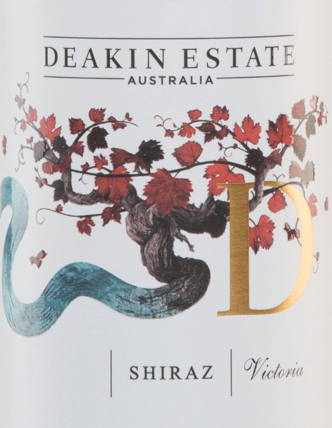 In a deep red with violet reflections, the Shiraz from Deakin Estate appears in the glass. This red wine is a wonderful Australian cuvée of Shiraz (91%), Cabernet Sauvignon (4%) and Malbec (4%). The bouquet reveals intense fruit aromas of blackberries and mulberries with light notes of mint and menthol. On the palate this red wine is rich in fruit aromas of plums and raspberries, well structured with pleasant tannins. This full-bodied wine has a pleasant long finish. Food recommendation for the Deakin Shiraz This dry red wine from Australia goes well with beef or Asian meat dishes.