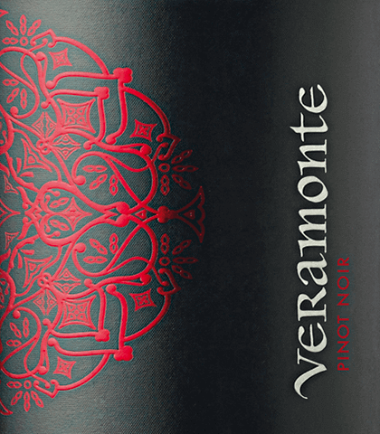 Valle de Casablanca is home to the wonderful Pinot Noir grape variety of Veramonte. A bright ruby red with shiny cherry red highlights is presented in this wine in the glass. The nose enjoys a lush aroma of fresh raspberries, juicy cherries and dried cranberries. This Chilean red wine is multi-layered with an expressive fruit fullness on the palate. The fine freshness offers a wonderful interaction with the very good acidity and the elegantly integrated tannins, which support the silky texture. The long reverberation is carried by fine berry nuances. Vinification of Pinot Noir Veramonte At night, the Pinot Noir grapes are harvested in the Casablanca Valley and immediately brought to the wine cellar of Veramonte. There, the berries are carefully destemmed and crushed whole cold. Then fermentation begins in open fermenters. After completion of the fermentation process, this red wine matures for 12 months in French oak barrels. Food recommendation for Veramonte Pinot Noir Pass this dry red wine from Chile to spicy stews, all kinds of ragout variations, hearty casseroles or even to mildly spicy cheeses.