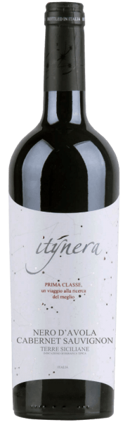 The Itinera Prima Classe Nero d'Avola Cabernet Sauvignon IGT belongs to the selection Prima Classe of Mondo del Vino. In the glass this red wine cuvée shows itself in a very dark ruby red and with a fruity and berry bouquet. This is rounded off by the aromas of cherries and vanilla. This Nero d'Avola seduces the palate with its freshness, its elegant body and its softness, before turning into an elegant finale. Vinification for the Itinera Prima Classe Nero d'Avola Cabernet Sauvignon This cuvée is vinified from the varieties Nero d'Avola and Cabernet Sauvignon. The development of this red wine took place for 6-8 months in oak barrels. Food recommendation for the Itinera Prima Classe Nero d'Avola Cabernet Sauvignon Enjoy this dry red wine with pork loin, tuna steak, manchego or pecorino.