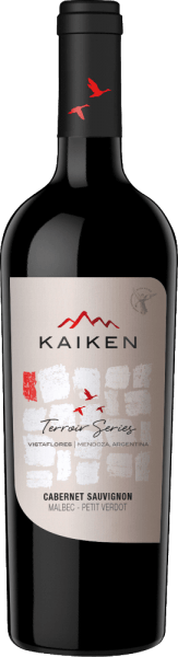 The Terroir Series Cabernet Sauvignon from Kaiken in Mendoza, Argentina, combines the Cabernet Sauvignon (80%), Malbec (12%) and Petit Verdot (8%) grape varieties. The deep red violet of this wine is interspersed with purple highlights in the glass. In the bouquet the classic Cabernet aromas of black currants and juicy cherries, elegantly accompanied by the fine violet scent of Malbec. The aromas of the nose are underlined by perfectly integrated notes of dark chocolate and spices. On the palate this Argentine red wine presents itself as a perfect fusion of the three grape varieties and at the same time offers a powerful and finesseful interplay. Cabernet Sauvignon gives this red wine fullness and complexity with juicy dark berry aromas - Malbec adds its silky, matured tannins - Petit Verdot gives this red wine the wonderful structure and depth. All in all a superbly balanced, full and round Argentine red wine with a long, aromatic finish. Vinification of Cabernet Sauvignon Terroir Series Kaiken The grapes for this red wine from Argentina are harvested and sorted by hand. The grapes are then crushed cold at 10 °C for 7 days. This is followed by 10 to 12 days of controlled temperature fermentation at 25 to 28 °C. This red wine remains on the skins for another 7-15 days so that this wine can develop its wonderful colour and silky tannins. Finally, 80% of this wine is aged for 9 months in French oak barrels - the remaining 20% remain in stainless steel tanks. Food recommendation for the Kaiken Corte Terroir Series Cabernet Sauvignon We recommend the Kaiken Terroir Series Cabernet Sauvignon with spicy pasta dishes (Cannelloni, Lasagne, Penne alla Norma), roasted lamb or beef in red wine sauce, grilled beef steaks, game terrine or spicy matured cheese (Cantal, Laguiole, Morbier). Awards for the Viña Kaiken Corte Terroir Series Cabernet Sauvignon James Suckling: 92 points for 2015 Descorchados: 88 points for 2012