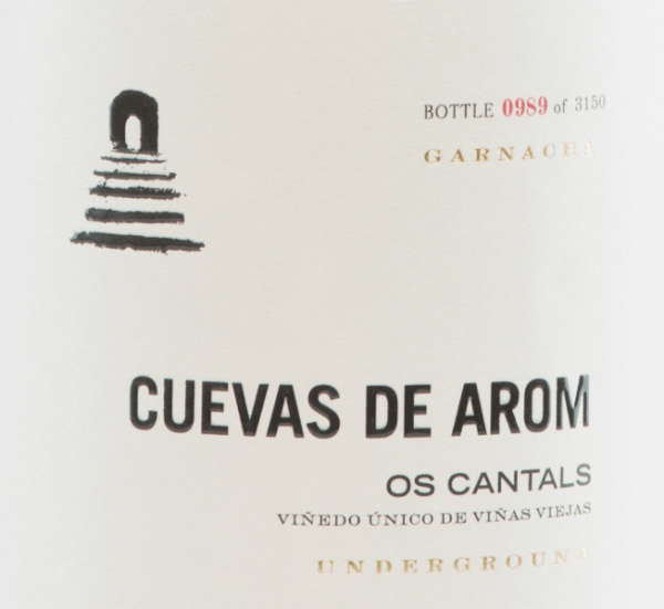 The Os Cantals from Cuevas de Arom is an excellent, multi-layered red wine from the Garnacha Tinta grape variety (100%). This red wine is grown in the Spanish D.O. Campo de Borja in Aragon.  In the glass, this Spanish wine sparkles in a medium garnet red with light red highlights. The aromatic bouquet has a complex variety of aromas. The nose enjoys juicy cherries, plums and ripe raspberries with hints of fresh liquorice and fennel. The spicy secondary notes reveal black pepper, clove and finely smoky nuances. The well-structured body presents a powerful personality that goes hand in hand with supple, ripe tannin and a firm acidic structure. This Spanish red wine convinces with finesse, elegance and a long, present finale.  Vinification  of Cuevas de Arom Os Cantals The Garnacha grapes for this complex red wine grow at an altitude of 500-600 m in a flat position on vines over 25 years old. The soils are rich in iron, lime and rock. The growth of the grapes is favoured by the continental climate with a slight Mediterranean influence.  The harvest and also the selection of the grapes is done carefully by hand. After gentle and gentle pressing of the harvested material, the resulting mash is fermented in cement tanks at a controlled temperature. After this completed fermentation process, this wine matures for 10 months in French oak wooden barrels. Finally, this red wine is lightly filtered and poured onto the bottle.  Food recommendation for  the Os Cantals of Cuevas de Arom This dry red wine from Spain should simply be enjoyed solo for cosy evenings. Decant this wine early so that the entire flavour spectrum can unfold.   Os Cantals Decanter Awards: 94 points for 2015 Guía Peñín: 91 points for 2015 The Wine Advocate: 92 points for 2015