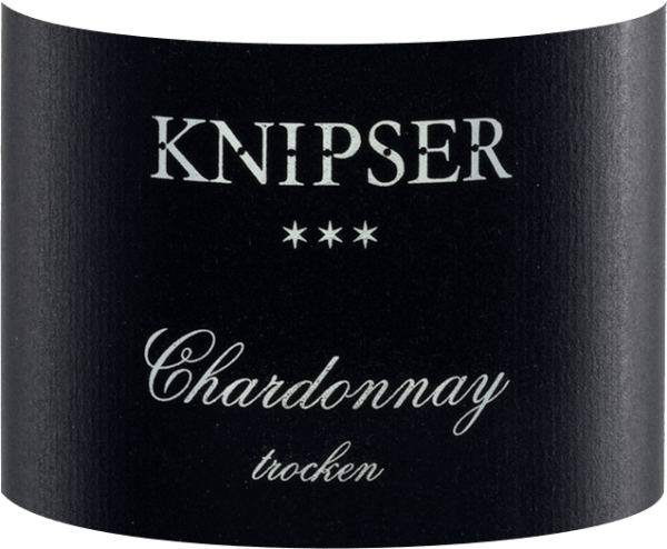 """The Knipser Chardonnay *** is the barrique wonder from Knipser. This top white wine from the Palatinate comes into the glass with delicate golden yellow and from the very first moment reveals very lush but never exaggerated fatty notes of tropical fruits such as guava and banana, lemon peel, ripe mirabelle, Williams pear and other yellow fruits. Spicy notes of barrique such as almond and roasted hazelnut but also fine butter caramel and a touch of brioche round off the bouquet of this top wine perfectly. On the palate, the Chardonnay *** by Knipser reveals a great freshness despite its full-bodied body, which is mainly due to the vital fruit acid. An almost Burgundian elegance, as otherwise only the top winters of Baden can vinify in Germany, characterizes this magnificent cutter Chardonnay. Really grippy and velvety soft in the finals. Vinification of the Chardonnay *** by Knipser The grapes for the Dreistern Chardonnay grow in a real VDP top location, the Großkarlbacher Burgweg. The sublayer """"Im Grossen Garten"""" with its limestone soil creates perfect conditions for excellently ripened grapes . After the late and highly selective handpicking of perfectly healthy grapes, they immediately come to the winery. After mashing and pressing, the Chardonnay *** from Knipser is fermented in new French oak barriques. It is then left in a barrique for 6 months on the whole yeast, which is stirred regularly. Food recommendation for Knipser Chardonnay *** This dry, powerful white wine from Germany is a wonderful accompaniment to noble seafood such as lobster, Norway lobster or crawfish. Awards for the three-star Chardonnay by Knipser Eichelmann: 91 points for 2014 Gault Millau: 90 points for 2014 """"The Dreistern-Chardonnay is already more present, shows clear fruit, citrus spice andBurgundian elegance"""" - Eichelmann"""