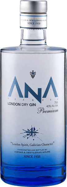 """Gin is in"" and with THE ANA London Dry Gin from Adegas Moure you can immediately bring to the table on very special juniper brandy. The fine ANA gin from the northern Spanish Galicia delights with aromas of flowers and notes of a Mediterranean forest in the nose. It pairs with juniper and citrus nuances. On the palate, the ANA London Dry Gin is dominated by a typical, strong juniper note, followed by notes of lemons and oranges. This gin from Adegas Moure is harmonious, with a spicy finish full of juniper and a hint of lemon. A great gift for gin enthusiasts."