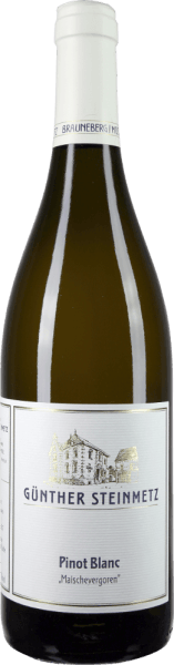 The Pinot Blanc mash fermented by Günther Steinmetz comes into the glass with brilliant straw yellow and immediately reveals an incredible, almost Burgundian elegance, which is also reflected in the low alcohol content. This white wine fermented for 10 days on the mash matured for 4 months after fermentation in large wood and therefore presents in the nose not only aromas of ripe apple and juicy Abbé Fetel pear but also nuances of almonds, nuts and fine, slate-shaped smoke. On the palate, the Günther Steinmetz Pinot Blanc mash fermented is extremely grippy, juicy and full. But he never reminds of an exaggerated vanilla, barrique-defined Chardonnay, but always stays elegant. Delicate tannins structure the palate excellently and guide in a beautiful, medium-length finish. Vinification of Günther Steinmetz Pinot Blanc mash fermented The grapes for this white wine come from the blue slate shaped Moselle layers and were quickly brought into the cellar after the hand harvest. After mashing in the destemmed berries, winemaker Stefan Steinmetz fermented his Pinot Blanc grapes for a whole 10 days on the mash, i.e. on the skins. The wine then matured for a whole 11 months on the whole yeast in a 1000-litre wooden barrel. Food pairing for the Pinot Blanc by Günther Steinmetz Enjoy this ingenious Pinot Blanc from the Moselle to Bouillabaisse, poached fish or just pure.