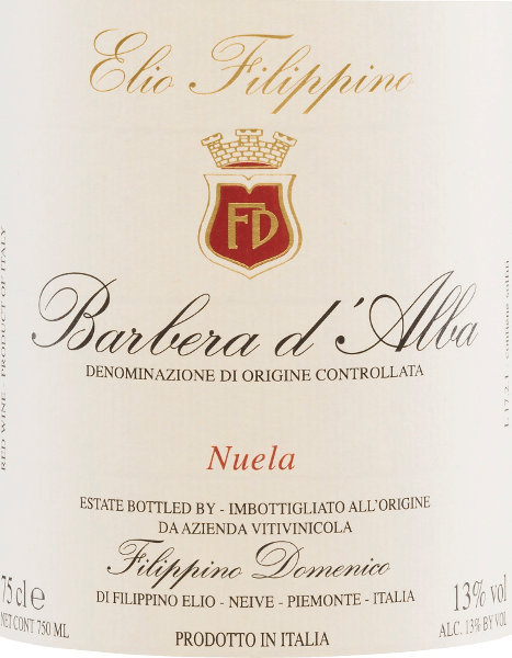 The deep red colour of Elio Filippino's Barbera d 'Alba Nuela resembles that of a radiant ruby. An expressive bouquet of ripe fruits (sour cherries, plums), supplemented by slightly spicy notes, plays around the nose. On the full and balanced palate, this Italian red wine convinces with refreshing acidity, ripe fruit and well-integrated tannins. A long reverberation with hints of vanilla completes the personality perfectly.  Food recommendation for Filippino Barbera d 'Alba Nuela This dry red wine from Italy goes well with the famous Piedmontese dish Bagna Caoda (warm sauce, similar to a fondue sauce), with meat dishes such as Bollito Misto (cooked meat) and ripe cheeses.