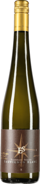 The Sauvignon Blanc from the Ellermann-Spiegel winery, which has been aged in new tonneau barrels in addition to stainless steel, has a seductive scent of gooseberry, kiwi, lychee and passion fruit. On the palate, the tropical aromas meet with a fine, mineral texture and combine to form a great wine. This German white wine convinces with juicy elderberry aromas, ripe gooseberry and enormous spice of coffee and roasted hazelnuts in the finish. Vinification of Sauvignon Blanc Gold Capsule by Ellermann-Spiegel For his top Sauvignon Blanc, Frank Spiegel only uses grapes from low-yield vines with a high average age. After pressing, the must is aged in stainless steel tanks and about a third in Tonneau barrels made of French oak. Food recommendation for Sauvignon Blanc Gold Capsule by Ellermann-Spiegel Enjoy the Sauvignon Blanc by Frank Spiegel from the Palatinate, with sushi or fresh summer salads.