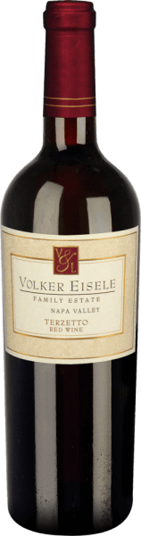 Volker Eisele 's Terzetto is a fruity red wine cuvée made from Cabernet Sauvignon (33%), Cabernet Franc (33%) and Merlot (33%). This red wine stands for the vinification of three classic grape varieties from Bordeaux - none of which should dominate the other grape variety.  In the glass, this wine appears in a deep dark ruby red. The bouquet reveals complex notes of ripe strawberries and juicy black cherries. On the palate, the aromas of the nose are complemented by sweet vanilla and woody notes. The tannins are wonderfully soft and harmonize perfectly with the fruit aroma. This red wine convinces with its balanced, complex character, which leads to a long final.  Vinification of Volker Eisele  Terzetto The grape varieties (Cabernet Sauvignon, Cabernet Franc and Merlot) come from different parcels of the Chiles Valley location.  After the grapes have been carefully harvested, they are fermented separately in stainless steel tanks. The vanilla and woody nuances are provided by the 24-month ageing in French oak barriques (Ailler and Troncais). This wine is only slightly filtered.  Food recommendation for  the Terzetto by Volker Eisele Family Estate This dry red wine from California is a great accompaniment to barbecues with grilled corn cobs and juicy steaks with herb butter, but also to festive roasts a real treat.  Awards for Volker Eisele Terzetto Wine Enthusiast: 94 points for 2012 Robert M. Parker: 91 points for 2012