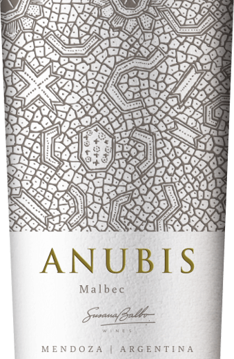 Anubis Malbec by Susana Balbo from the Argentine wine region of Mendoza is a grape varietal, velvety and soft red wine. In the glass, this wine shines in a rich ruby red with cherry-red highlights. A varietal aroma of ripe raspberries and black currants flatter the nose. On the palate, this Argentinian red wine convinces with a wonderfully soft body, skilfully enveloped by dark fruit aromas and velvety tannins. Even in the pleasantly long finale, the fullness of fruit is still present. Vinification of Susana Balbo Anubis Malbec After the careful harvesting of the Malbec grapes, the harvested goods are brought to Susana Balbo's wine cellar. There, the grapes are first mashed and then fermented in stainless steel tanks. Finally, this wine matures for 4 months in French oak barriques. Food recommendation for Malbec Susana Balbo Anubis Enjoy this dry red wine from Argentina with pizza classics, braised lamb leg in herbal cloak or with creamy camembert.