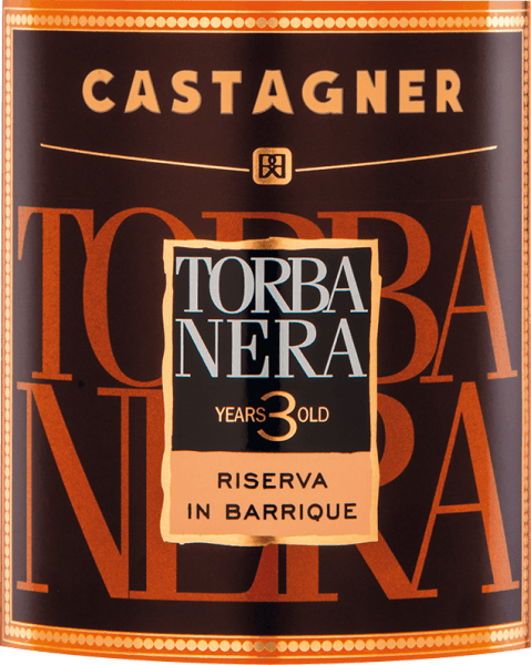 The powerful colour of the Torba Nera Grappa 3 Anni by Castagner (torbata = smoked) is reminiscent of a luminous amber. A fascinating fragrance with fine and complex natural aromas of smoky wood, leather, tobacco, dark chocolate and coffee spreads in the nose. The tire notes of the wood are harmoniously supplemented by intense, complex vinous notes in the mouth. We recommend this Grappa from the Treviso region to dark chocolate or an aromatic cigar. Before the distillation the pomace is smoked and thus a characteristic, unique flavor develops.