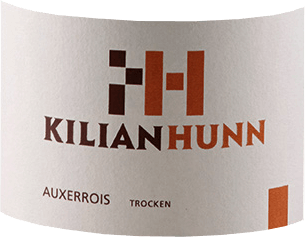 The Auxerrois by Kilian Hunn is presented in the glass in a bright yellow with green reflections. The delicate bouquet unfolds with the aromas of apples, quinces and subtle nutty notes. On the palate this white wine is soft with an invigorating acidity. The delicious flavours of apples and pears are revealed. This Auxerrois impresses with its finesse and elegance. Vinification for Kilian Hunn Auxerrois The grapes for this Auxerrois bath were harvested in the cool morning hours and then fermented under temperature control. Storage took place partly in wooden barrels and partly in stainless steel tanks on the fine yeast. Food recommendation for Kilian Hunn Auxerrois Enjoy this dry white wine with appetizers and vegetables, fish and seafood and pasta.