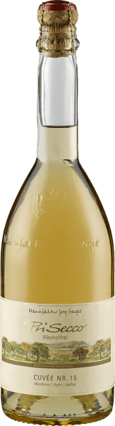The PriSecco Cuvée No.15 from the Jörg Geiger factory shows itself in the glass with a clear golden yellow and unfolds its complex bouquet. This convinces with the harmonious interaction of roasted coffee beans with the aromas of ripe pears and juicy apples. This non-alcoholic fruit cocktail reveals a vibrant fruit with balanced acidity on the palate. It combines the nuances of apple with the harsh notes of coffee and nuts with a hint of caramel. The long finish is characterized by coffee. Production of the PriSecco Cuvée No.15 from the Jörg Geiger factory The fruits of PriSecco come from the scenic orchards at the foot of the Swabian Alb, the juice of hand-picked apples forms the basis for this non-alcoholic cocktail. Other ingredients are pear juice, coffee, spices, walnut shells and added carbonic acid. Food recommendation for the PriSecco Cuvée No.15 from the Jörg Geiger factory Enjoy this fruit ecco with dishes with coffee and hazelnuts, for example with veal fillet in a coffee coat or with a classic tiramisu.