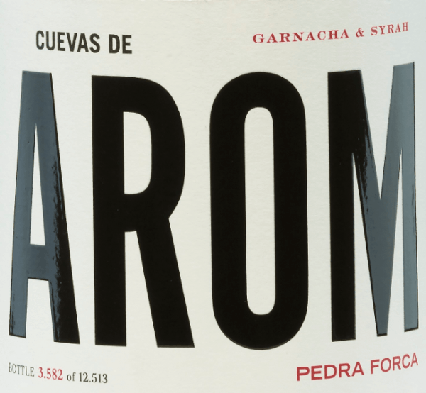 The Pedra Forca of Cuevas de Arom comes from the D.O. Campo de Borja cultivation area. Here the Garnacha Tinta (60%) and Syrah (40%) grape varieties meet for a wonderful Spanish red wine cuvée. A dark ruby red shimmers in the glass with cherry-red reflections. The appealing bouquet immediately reveals expressive aromas of red berries (raspberry, strawberry and red currant) paired with lively floral notes. On the palate, this Spanish red wine is refreshingly lively with a juicy body and once again shows the berry variety of aromas. The finale is pleasantly long and is accented by floral nuances. Vinification of Cuevas de AromPedra Forca The grapes for this red wine grow on 25-year-old vines in a northern location. The harvested material is carefully read by hand and immediately taken to the wine cellar. There, the grapes are selected, gently pressed and the resulting mash fermented at a controlled temperature in the cement tank. Below this, this red wine rests for a while before it is lightly filtered and poured onto the bottle. Food recommendation for the Pedra Forca by Cuevas de Arom Enjoy this dry red wine from Spain slightly chilled for cozy barbecues with the family and friends.