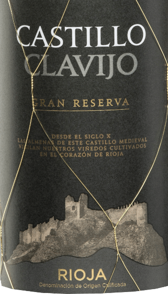 The Castillo de Clavijo Gran Reserva of Criadores de Rioja is a wonderful cuvée vinified from Tempranillo (80%), Graciano (10%), Garnacha Tinta (5%) and Mazuelo (5%) grape varieties. In the glass, the Castillo de Clavijo Gran Reserva appears in a bright dark cherry red. The bouquet reveals expressive aromas of ripe berries - especially raspberry, blackberry and blueberry - and wonderful notes of bourbon vanilla. The palate is inspired by a lively acidic structure and a compact tanning structure. The finale is wonderfully round, which underlines the fresh personality once again. Vinification ofCastillo de Clavijo Gran Reserva After temperature-controlled mash fermentation in a stainless steel tank, this red wine from Spain matures for a total of 24 months in French and American oak. Food recommendation for the Criadores de Rioja Gran Reserva Enjoy this Spanish red wine with wild boar or deer roast with potatoes and cranberries and mature cheeses.