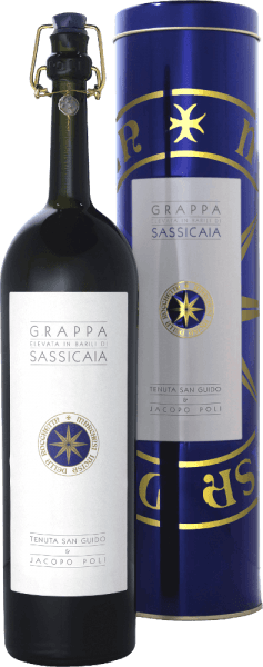 The Grappa Elevata in Barili di Sassicaia by Jacopo Poli is an elegant, warm spicy grappa distilled from the marc of Cabernet Sauvignon and Cabernet Franc. In the glass, this grappa shimmers in an appealing gold tone with amber reflections. The delicate spicy bouquet is determined by aromas of cedar wood, vanilla, cinnamon, cocoa and coffee. Fine hints of candied fruits, some honey and floral accents of jasmine are added. Very powerful and with good structure and soft fullness, this Italian marc brandy skilfully takes up the palate. A grape variety typical aroma of fine fruit and herbal notes fuses with the notes of the nose to form a warm spicy overall appearance. The finale comes with a good, pleasant length and a hint of liquorice and anise. Distillation of PoliGrappa Elevata in Barili di Sassicaia This grappa is a collaboration betweenMarchese Nicoló Incisa della Rocchetta and Jacopo Poli. The two grape varieties (Cabernet Sauvignon and Cabernet Franc) are fermented on the mash for two weeks. The mash is then gently pressed and the berry skins and seeds are immediately placed in the copper kettle. The still fresh pomace is traditionally distilled in old copper burners. After the firing process, this grappa still has 75% by volume. By adding distilled water, this pomace brandy reaches an alcohol content of 40% by volume. Afterwards, this grappa rests for 4 years in French oak barriques and another year in old Sassicaia barrels, before finally being gently filtered into the bottle. Serving recommendationfor Grappa Elevata in Barili di Sassicaia Jacopo Poli Enjoy this exquisite, cask-aged grappa at a temperature of 18 to 20 degrees Celsius on a cozy evening in front of the fireplace with a mild cigar.