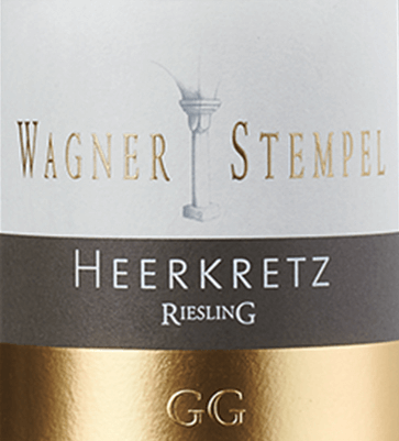 The Siefersheim Heerkretz Riesling Grosses Gewächs from Wagner-Stempel is an outstanding, pure and expressive white wine from the oldest and best plots of the VDP.Grosse Lage Heerkretz in the Siefersheim wine-growing area in Rheinhessen. This top white wine is made exclusively from organically grown Riesling grapes. This wine shows a clear, light yellow colour. A filigree and complex aroma, dominated by fruit aromas such as peach, citrus and passion fruit, is evident. Herbaceous notes such as mint and lemon balm complement the wine. On the palate, this German white wine provides a clear and finely juicy mouthfeel with elegance, style and serenity. This great wine has a high volume with great length, balance and depth. On the tongue, a ripe fruit prances with a vegetative to herbaceous spice and delicate floral nuances. A ripe, fresh and animating acidity makes the Wagner stamp Heerkretz Riesling GG appear lively and gives it an enormously racy expression. Its complex, enormously compact, succinct mineral body gains in complexity and develops a certain saltiness in the excellent, long, juicy and gripping finish. Vinification of the Großes Gewächs Wagner-Stempel Heerkretz Riesling The top location Siefersheimer Heerkretz is one of the oldest and best VDP.Grosse Lage. The soil is characterised by its stony, skeleton-rich gravel and clay soils with porphyry rock in the subsoil. The grapes are harvested selectively and exclusively by hand. Arrived in the wine cellar of Wagner-Stempel, the grapes are gently pressed and then aged in stainless steel tanks. After the fermentation process is completed, this first-class white wine is matured in stainless steel tanks as well as in traditional German oak barrels. Food recommendation for the Wagner-Stempel GG Riesling Siefersheim Heerkretz This first-class great plant from Wagner-Stempel harmonizes wonderfully with roast veal and dishes of exotic Asian cuisine, but is also an excellent soloist.