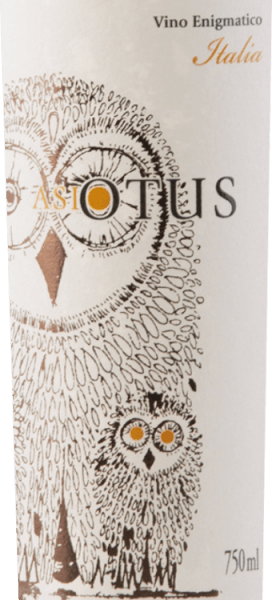 The Asio Otus white by Mondo del Vino is the white version of the popular red wine cuvée with the owl on the label. The forest owl, which stands for knowledge, is also the name given to these Italian wines. This cuvée glows in a charming straw yellow with slightly greenish reflections. Aromas of yellow stone fruits and fully ripe pineapple as well as slightly caramely tones play the role in the nose. On the palate of Asio Otus Bianco you will find a successful combination of freshness and elegance. Fruiting acid and creaminess form a harmonious unit and increase the drinking flow. Food recommendation for Asio Otus Bianco This semi-dry white wine cuvée from Italy is an excellent aperitif and accompaniment to light fish dishes and seafood, salad or poultry.