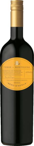 The Nero d'Avola Sicilia from Terre di Montelusa in Sicily offers a bright purple colour in the glass. Ideally poured into a red wine glass, this red wine from Italy shows wonderfully expressive aromas of blackcurrant, plum, blueberry and mulberry, rounded off by dark chocolate, cocoa bean and cinnamon. The Nero d'Avola Sicilia from Terre di Montelusa is the right choice for all wine enthusiasts who like as little residual sugar in their wine as possible. However, it never appears meagre or brittle, which is absolutely not a matter of course for a wine in the entry level. Balanced and complex, this dense red wine presents itself on the palate. With its lively fruit acidity, the Nero d'Avola Sicilia presents itself fantastically fresh and lively on the palate. In the finish, this red wine from the Sicily wine growing region finally inspires with its beautiful length. Once again there are hints of plum and black cherry. Vinification of the Nero d'Avola Sicilia from Terre di Montelusa This wine clearly focuses on one grape variety, namely Nero d'Avola. For this exceptionally well-balanced varietal wine from Terre di Montelusa, only first-class grape material was used. The grapes for this red wine from Italy are harvested exclusively by hand, after ensuring optimal ripeness. After the harvest, the grapes reach the press house as quickly as possible. Here they are selected and carefully ground. This is followed by fermentation in stainless steel tanks at controlled temperatures. The vinification is followed by a maturation on fine yeast for several months before the wine is finally bottled. Recommended food for the Nero d'Avola Sicilia from Terre di Montelusa This Italian red wine is best enjoyed at a temperature of 15 - 18°C. It is perfect as an accompaniment to plum jam, fried calf's liver with apples, onions and balsamic vinegar sauce or calf and onion casserole.