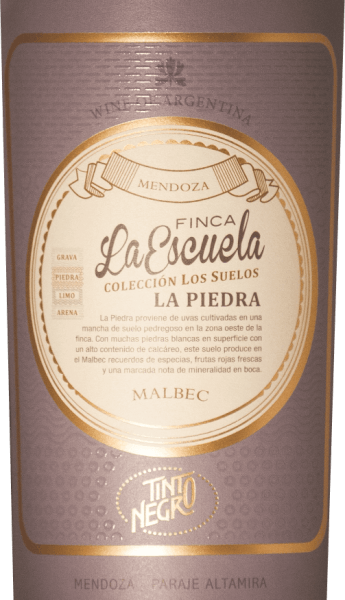 Thefinca La Escuela - La Piedra Malbec by Tinto Negro shines in the glass in a dark crimson with garnet red reflections. The bouquet is carried by aromas of black fruits - especially blackberry and currant - and spicy notes of mocha, vanilla and dark chocolate. On the palate, this Argentine red wine is wonderfully powerful with an elegant structure. On the palate, in addition to the aromas of the nose, there is also a hint of minerality. The finale is wonderfully complex and is supported by a firm tanning frame. Vinification of the finca La Escuela La Piedra Malbec The Malbec grapes are carefully selected after hand picking. After the mash has been fermented, this wine is aged for 12 months in barrique barrels. This gives this red wine its wonderfully spicy aromas. Food recommendation for the Tinto Negro La Piedra Malbec This dry red wine from Argentina is a great accompaniment to cozy barbecues with family and friends. But this red wine is also a treat for strong and spicy game dishes. Awards for La Piedra La Escuela by Tinto Negro Tim Atkins: 96 points for 2014 Wine Enthusiast: 91 points for 2012 Robert M. Parker: 93 points for 2012