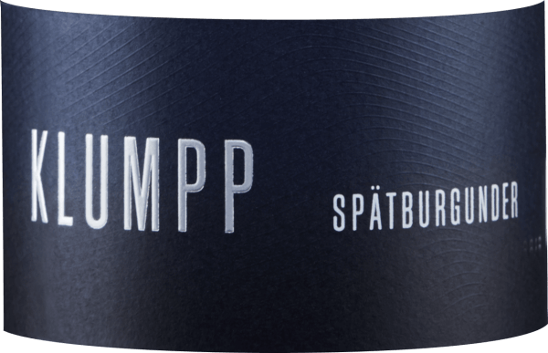 The Pinot Noir from Klumpp reveals itself in an intense red in the glass and caresses the nose with the powerful aromas of cherries and plums. In the background, red berries and spicy hints of cedar can be detected. This powerful and balanced red wine is present on the palate with a fine tannic structure. A racy Pinot Noir which delights with its long spicy finish and flavours of cherries and chocolate. Vinification of the Klumpp Pinot Noir This red wine from Baden is made from 100% organically grown Pinot Noir grapes. For refinement, this Burgundy was aged in wooden barrels. Food recommendation for the Klumpp Pinot Noir Enjoy this dry red wine with grilled meat or dishes with beef and game.