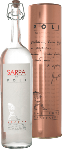 The Sarpa di Poli from Jacopo Poli is a powerful grappa from the marc of Merlot (60%) and Cabernet Sauvignon (40%). In the glass, this grappa presents itself in a clear, transparent colour. The fresh bouquet is carried by fresh herbs, crushed mint and floral accents of roses and geraniums. On the palate this grappa is wonderfully powerful with a rustic personality - very pure and honest in taste. Distillation of the Jacopo Poli Grappa Sarpa di Poli The still fresh pomace is traditionally distilled in old copper boilers. After distillation this grappa still has 75 vol%. By adding distilled water, this grappa has an alcohol content of 40% by volume. Afterwards this Grappa rests for altogether 6 months in high-grade steel tanks, in order to be filled finally gently filtered on the bottle. Serving suggestion for the Sarpa di Poli Jacopo Poli Grappa Enjoy this Grappa as a digestif after a nice menu, or serve it at about 10 to 15 degrees Celsius simply pure.