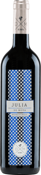 The Julia Monastrell from Bodega De Moya is a full-bodied, grape-varietal wine from the Valencia region. This red wine is dedicated to his mother-in-law Julia.  In the glass, this wine shines in a clear ruby red with light red reflections. The bouquet reveals a multi-layered, multi-faceted aroma: juicy blackberry and raspberry meets ripe currant with gentle hints of roasted notes. The aromas of the nose of elderberry and cedar are underlined. The fresh acidity on the palate harmonizes wonderfully with the berry, woody variety of aromas and the round, structured body. The finale impresses with its wonderful length.  Vinification of Julia Monastrell De Moya The Monastrell grapes for this red wine come from 60-year-old vines in the vineyards of Vall d-Albaida and are carefully picked by hand. The crop is already harvested in the vineyard and harvested in 15 kg boxes.  At 4 degrees Celsius, the grapes are cooled for 24 hours before the mash begins in 1000 liters of wooden barrels at a controlled temperature. The fermentation process and maceration of this wine are about 26 to 34 days. The pomace hat is dipped regularly. The wood ageing of this Spanish red wine takes place in selected, new French oak barriques for a total of 18 months.  Food recommendation for Bodega De Moya Julia Monastrell Enjoy this dry red wine from Spain with dishes of Asian cuisine or Italian classics, such as homemade pizza with spicy salami or spaghetti bolognese. We recommend decanting this wine.  Awards for the Monastrell Julia by De Moya Mundus Vini: Silver for 2015