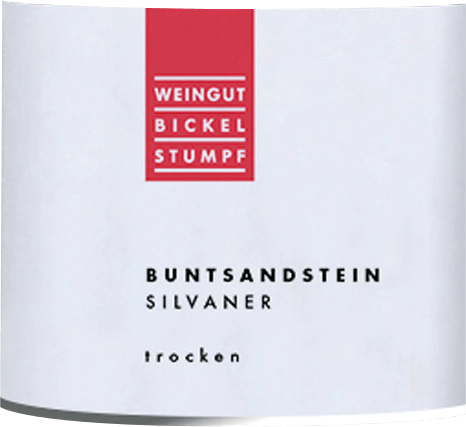 The elegant Silvaner Buntsandstein Bickel-Stumpf comes into the glass with a bright light yellow. The nose of this white wine from Franconia delights with notes of quince, nashi pear, plum and black cherry. If we trace the aromatics further, cinnamon, gingerbread spice and cocoa bean are added The Silvaner Buntsandstein from Bickel-Stumpf is just right for all wine lovers who like as little residual sugar in their wine as possible. At the same time, however, it never appears meager or brittle, as one would naturally expect from a wine in the high quality wine range. On the palate, the texture of this balanced white wine is wonderfully light. Due to its present fruit acidity, the Silvaner Buntsandstein reveals itself to be exceptionally fresh and lively on the palate. The finish of this white wine from the wine-growing region of Franconia, more precisely from Frickenhausen, finally impresses with a considerable reverberation. The finish is also accompanied by mineral hints of the sandstone-dominated soils. Vinification of the Bickel-Stumpf Silvaner Buntsandstein The basis for the balanced Silvaner Buntsandstein from Franconia are grapes from the Silvaner grape variety. The grapes grow under optimal conditions in Franconia. Here, the vines dig their roots deep into soils of sandstone. When they are perfectly ripe, the grapes for Silvaner Buntsandstein are harvested exclusively by hand without the help of coarse and less selective machines. After the harvest, the grapes reach the winery by the fastest route. Here they are selected and carefully crushed. Fermentation then takes place in stainless steel tanks at controlled temperatures. The fermentation is followed by a few months of maturation on the fine lees before the wine is finally bottled. Food recommendation for Bickel-Stumpf Silvaner Buntsandstein This German wine is best enjoyed moderately chilled at 11 - 13°C. It is perfect as an accompaniment to spaghetti with yoghurt-mint pesto, coconut-lime fish curry or ve