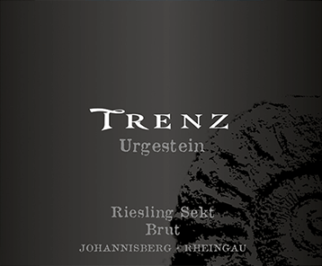 The light-footed primeval Riesling Sekt brut from Trenz shines into the glass with brilliant light yellow. The nose reveals all kinds of plums, Nashi pears, morello cherries, plums and pears in this Trenz sparkling wine. Light-footed and complex, this crisp sparkling wine presents itself on the palate. Due to its concise fruit acidity, the primary Riesling sparkling wine brut presents itself extraordinarily fresh and lively on the palate. In the finish, this sparkling wine from the Rheingau wine growing region finally inspires with its beautiful length. Once again there are hints of apple and Nashi pear. In the aftertaste, mineral notes of the soils dominated by clay and gravel are added. Vinification of the Trenz Urgestein Riesling Sekt brut The basis for the elegant Riesling Sekt brut from the Rheingau are grapes from the Riesling grape variety. The grapes grow under optimal conditions in the Rheingau. Here, the vines dig their roots deep into soils of clay, sand and gravel. After the manual harvest, the grapes are quickly taken to the press house. Here they are selected and carefully broken down. Fermentation follows in stainless steel tanks at controlled temperatures. After the end of fermentation, the primary Riesling sparkling wine brut can continue to harmonize on the fine yeast for 16 months. Food recommendation for the Urgestein Riesling Sekt brut from Trenz This German wine is best enjoyed well chilled at 8 - 10°C. It goes perfectly as an accompanying wine with omelette with salmon and fennel, pumpkin casserole or leek soup.