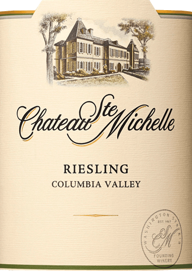 The grapes for the varietal Riesling finely tart from Chateau Ste. Michelle grow in the American wine growing area Washington State - Columbia Valley.  In the glass, this wine shines in a light straw yellow with glittering greenish reflections. The aromatic bouquet reveals typical grape aromas of fresh apples, juicy peaches as well as nectarines, ripe pears and fresh citrus fruits - accompanied by fine hints of passion fruit and pineapple. On the palate, this American white wine presents itself with an aromatic, juicy and full-bodied body. The fruity aroma of the nose is also reflected. This is complemented by subtle mineral nuances that harmonize perfectly with the racial acidity and subtle sweetness. This white wine convinces with its seductive personality and liveliness and concludes with an elegant, pleasantly long finish.  Food recommendation for Ste. Michelle Riesling delicately tart Enjoy this delicately tart Riesling with grilled crustaceans with a cream-herb sauce, crisp salad with baked goat's cheese or with chicken curry.