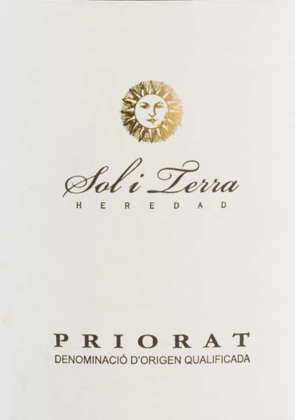 The Sol i Terra Tinto from Grupo Reserva is an attractive Spanish red wine cuvée made from Cariñena (60%), Garnacha Tinta (30%) and Syrah (10%). A dense ruby red with garnet reflections shimmers in the glass of this wine. The intense bouquet is carried by dark fruits - blackberry, blackcurrant and plum stand in the foreground. The aromas of the nose are accompanied by fine hints of vanilla. On the palate this Spanish red wine has a warm-hearted personality with a berry aroma - especially raspberry and grapes. The texture is wonderfully soft and nestles to the very good body. The concise tannins are very well balanced and accompany the medium-long finish. Vinification of the Grupo Reserva Sol i Terra The grapes come from the Priorato (D.O.Q.) vineyard in Catalonia from 10-15 year old vines. The grapes are harvested and selected in the cellar exclusively by hand. After pressing, the must is fermented in large wooden barrels. Once the fermentation process is complete, this wine is aged for a total of 6 months in American and French oak barrels. Food recommendation for Sol i Terra Tinto Enjoy this dry red wine from Spain with spicy dishes, like fiery Gulascheintopf. But also to lamb dishes this wine is a very good companion.