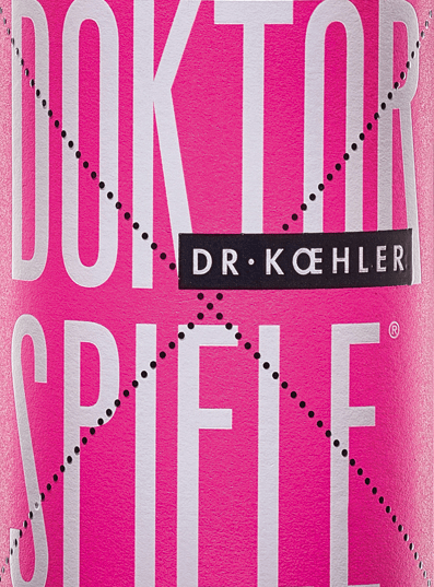 Dr. Koehler's Rosé doctoral game shines in a shimmering rosé tone. The cuvée consists of the four grape varietiesCabernet Sauvignon, Frühburgunder, Merlot and Spätburgunder. In the nose, the wine from Rheinhessen shows up with a clear bouquet of pomegranate with fine shades of red berries. The palate of Dr. Koehler's doctoral game Rosé pampers with aromas of juicy cherries, ripe raspberries and a subtle fruit sweetness. The impression of the nose is repeated by fine sounds on the palate. The body impresses with its strength and filigree structure. A wine with vital freshness and a finish carried by sweet red fruits. Food recommendation for the doctoral games Rosé Enjoy this fantastically tasty rosé wine from Rheinhessen simply like this, with grilled seafood or with Mediterranean vegetables.